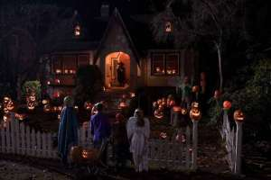 5 Simple Guide to Make a Best Haunted Halloween House Party