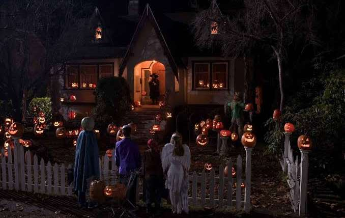 5 Simple Guide to Make a Best Haunted Halloween House Party!
