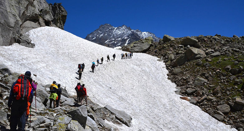 What are the interesting things about the Hamta pass trek and Snow trek Manali?